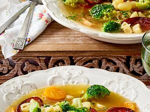 Brokkoli-Suppe mit Kabanossi Rezept