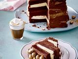 Brownie-Torte mit goldenen Schokokugeln Rezept