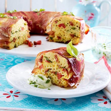 Bucatini-(Nudel)Torte zu Basilikum-Crème fraîche Rezept