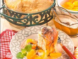 Buchteln mit Aprikosen und Mohnbutter Rezept