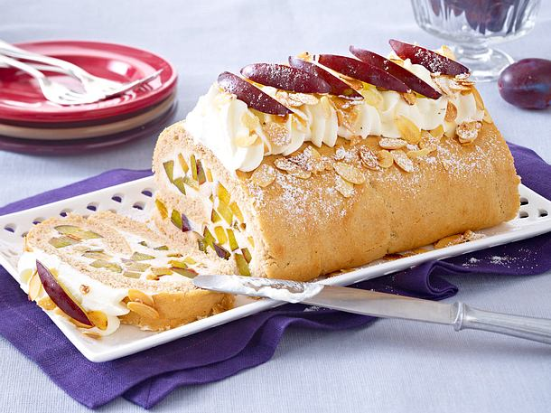 Buchweizen-Biskuitrolle mit Joghurt-Pflaumen-Füllung Rezept