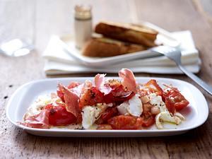Büffelmozzarella mit Tomatenragout & Serranoschinken Rezept