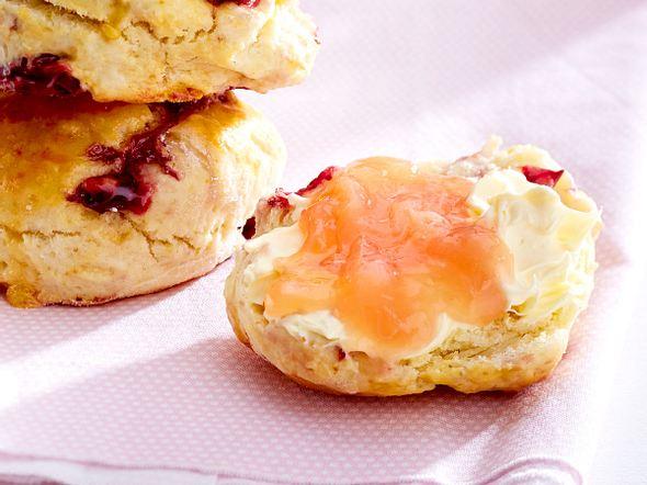 Bunnys Cherry-Scones mit Rhabarber-Bananen-Konfitüre Rezept