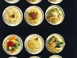 Bunte Bandnudeln mit Butter und Parmesan Rezept