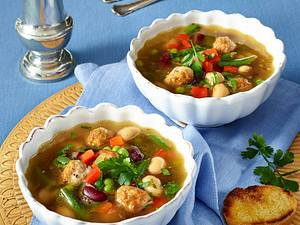 Bunte Bohnensuppe mit Bratwurst Rezept