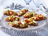 Bunte Gemüse-Crostinis mit Schafskäse Rezept