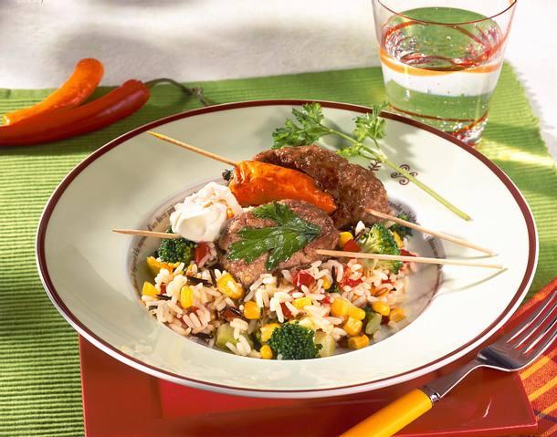 Bunte Gemüse-Reis-Mischung mit Hackspießchen Rezept