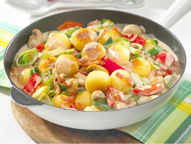 Bunte Gemüsepfanne mit Miniknödeln Rezept