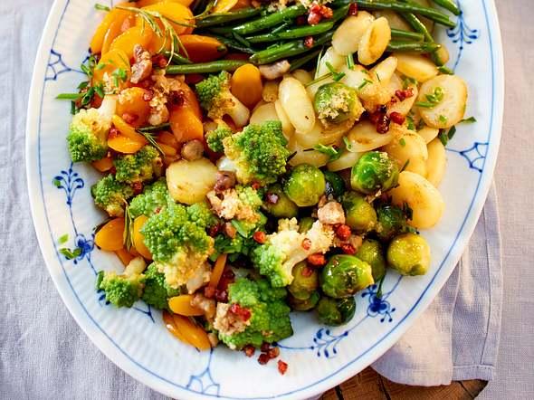 Bunte Gemüseplatte mit Maronen und Rosmarin Rezept