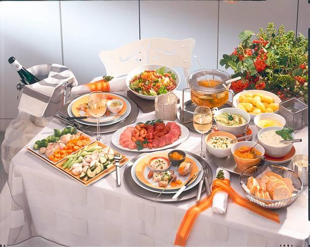 Bunte Gemüseplatte & Platte mit Fleisch und Würstchen Rezept