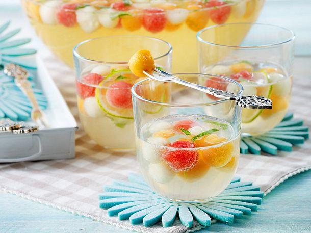 Melonenbowle mit Minzlikör und Prosecco Rezept