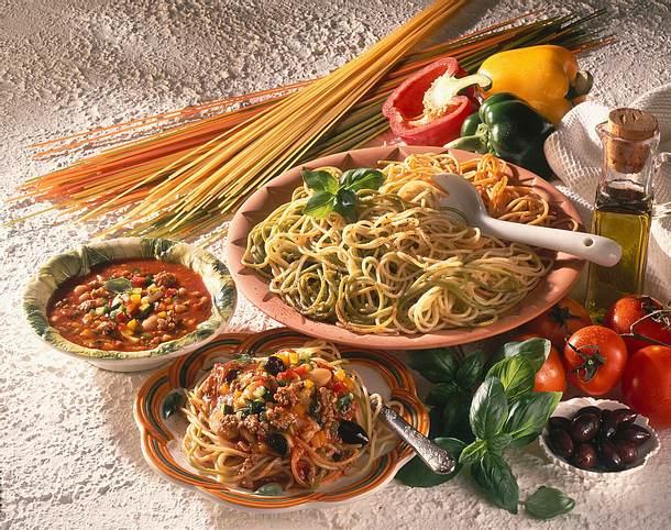 Bunte Spaghetti mit Paprikasoße Rezept