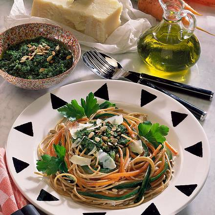 bunte vollkorn spaghetti mit petersilien sonnenblumenkerne rezept chefkoch rezepte auf lecker. Black Bedroom Furniture Sets. Home Design Ideas