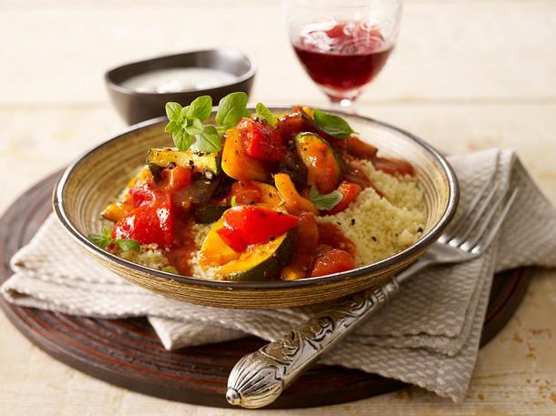 Bunter Gemüsetopf zu Couscous und Joghurt-Knoblauch-Dip Rezept