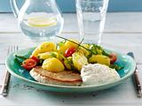 Bunter Kartoffelsalat mit Minutensteak und Zitronenquark Rezept