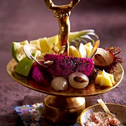 Bunter Ostsalat mit Rambutan und Kokoschips Rezept