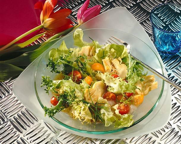 Bunter Salat mit Artischocken Rezept