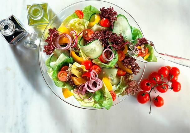Bunter Salat mit Balsamvinaigrette Rezept