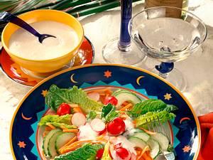 Bunter Salat mit Buttermilch-Zitronendressing Rezept