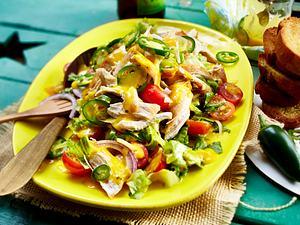 Bunter Salat mit Mango-Jalapeno-Dressing Rezept