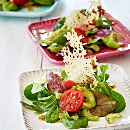 Bunter Salat mit Parmesanchips Rezept