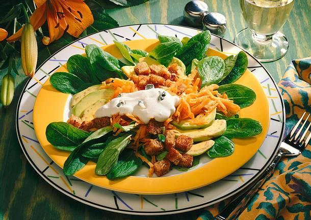 Bunter Salat mit Roquefortsoße Rezept
