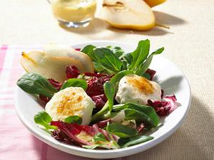 Bunter Salat mit Ziegenkäsetalern Rezept