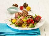 Bunter Tomatensalat mit Fleischspießen Rezept