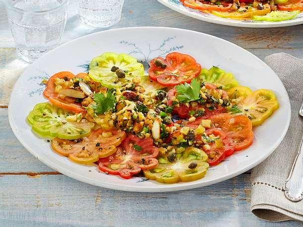 Bunter Tomatensalat mit Mandel-Streuseln Rezept