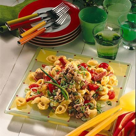 bunter tortellini salat rezept chefkoch rezepte auf. Black Bedroom Furniture Sets. Home Design Ideas