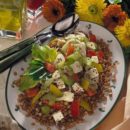 Bunter Weizen-Gemüsesalat mit Schafskäse Rezept
