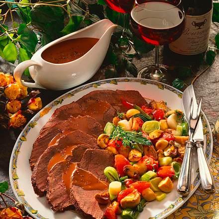 Burgunderbraten mit Champignon-Porree-Gemüse Rezept