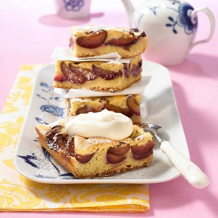 Butter-Pflaumen-Kuchen mit Biskuit-Haube Rezept