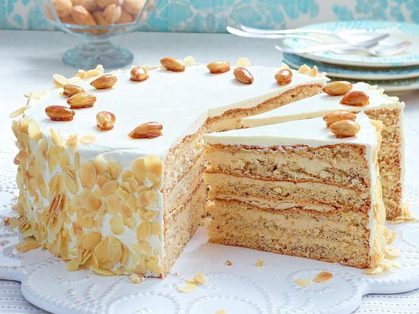 Buttercreme-Torte mit gebrannten Mandeln Rezept