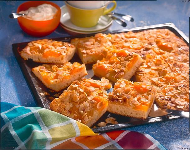 butterkuchen mit aprikosen und mandeln rezept chefkoch rezepte auf kochen backen. Black Bedroom Furniture Sets. Home Design Ideas