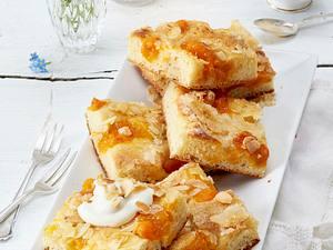 Butterkuchen mit Aprikosenkompott Rezept