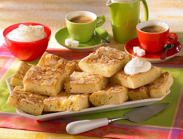 Butterkuchen mit Zuckerguss vom Blech Rezept