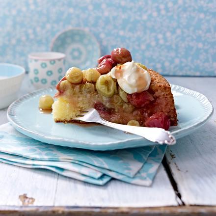 Buttermilch-Kuchen mit gerösteten Stachelbeeren Rezept