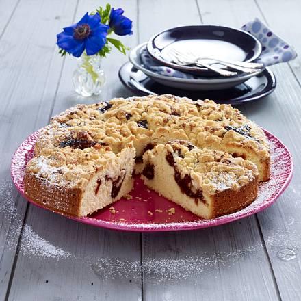Buttermilch-Kuchen mit Pflaumenmus und Krokant-Streusel Rezept
