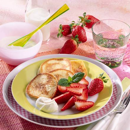 Buttermilch-Küchlein mit Erdbeeren Rezept
