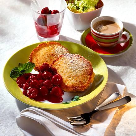 Buttermilch-Küchlein mit Kirschen Rezept