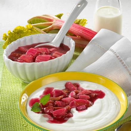 Buttermilch-Quark-Mousse zu Rhabarber-Kompott Rezept