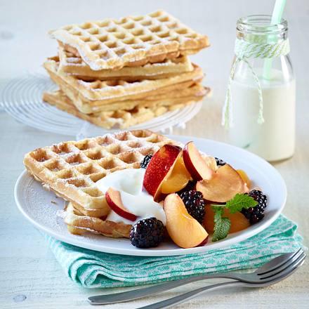 buttermilch waffeln mit zitronenjoghurt und obstsalat rezept chefkoch rezepte auf. Black Bedroom Furniture Sets. Home Design Ideas