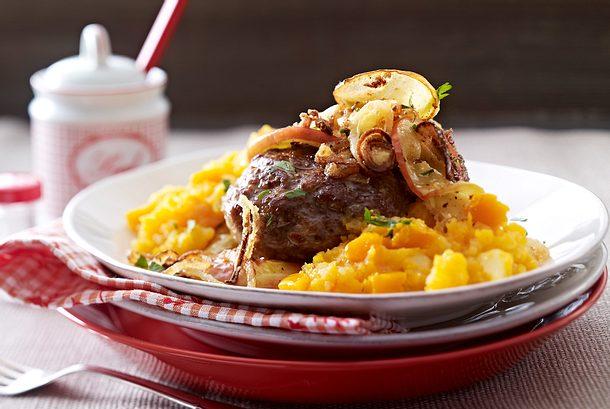 Butternut-Kartoffelpüree mit Bulette und Apfel-Röstzwiebeln Rezept
