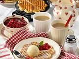 Butterwaffeln mit Kirschen und Vanilleeis Rezept