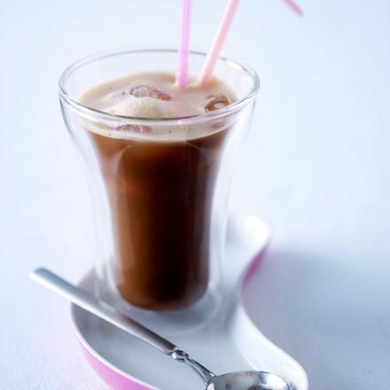 Café frappé (Löslicher Kaffee mit Eiswürfeln) Rezept