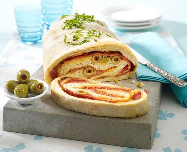 Calzone-Rolle mit Kochschinken, Tomate und Oliven Rezept