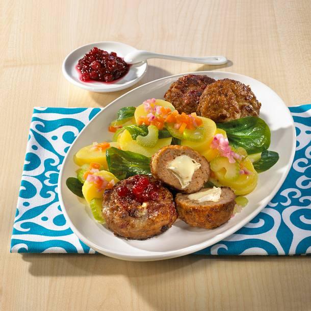 Camembert-Frikadellen mit winterlichem Kartoffelsalat Rezept