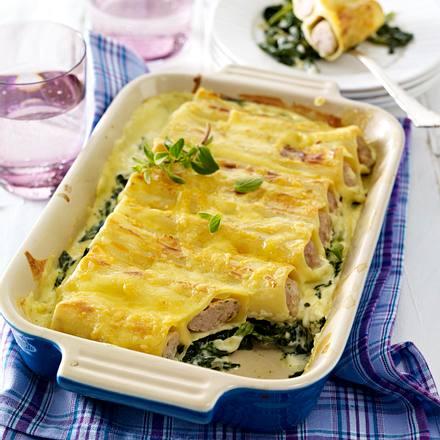 Cannelloni mit Brätfüllung auf Blattspinat mit Frischkäse-Soße Rezept