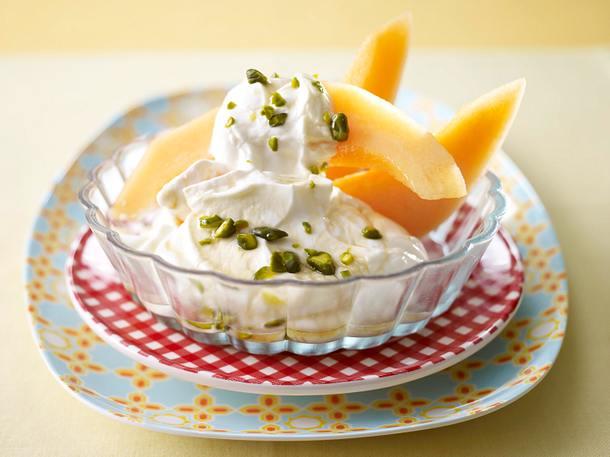 Cantaloup-Melone mit Rahmjoghurt und Honig-Pistazien Rezept